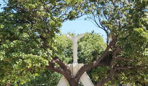 8 Escultura  Colegio SLB